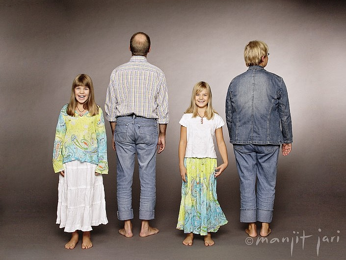 Manjit Jari fotogafiert Familien in seinem Fotostudio in Frankfurt Bornheim.