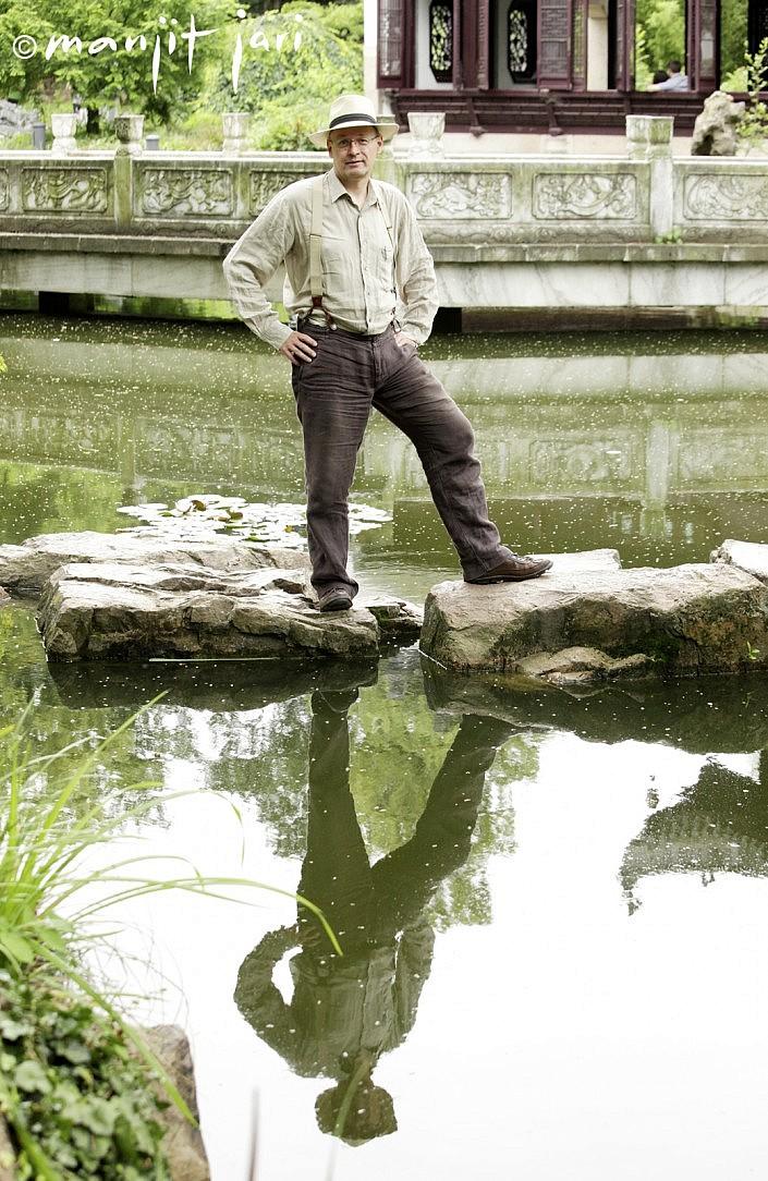 Männerportrait im Bethmannpark von Manjit Jari fotografiert.