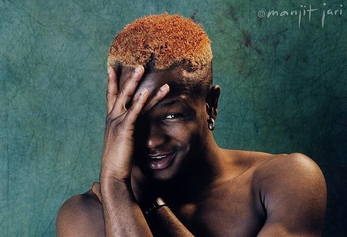 Ein charmanter Farbiger ? das Männerportrait von Manjit Jari geshootet.