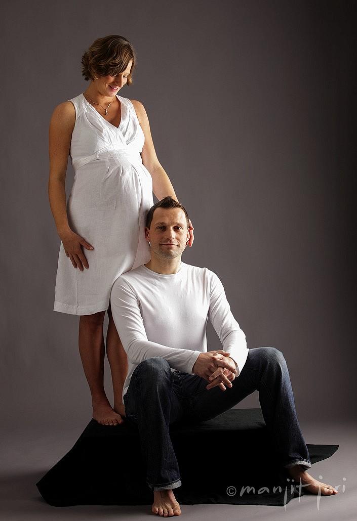 Schwangere Fotosession oder Mutter und Kind Fotografien von Manjit Jari in seinem Fotoatelier in Frankfurt-Bornheim.